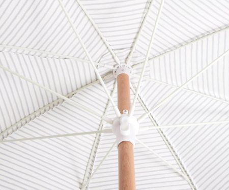 wooden beach umbrella with fringes (3)