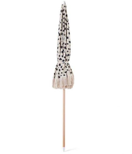 wood pole beach umbrella with fringes 1