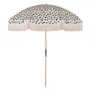 wood pole beach umbrella with fringes (2)