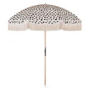 wood pole beach umbrella with fringes (2)