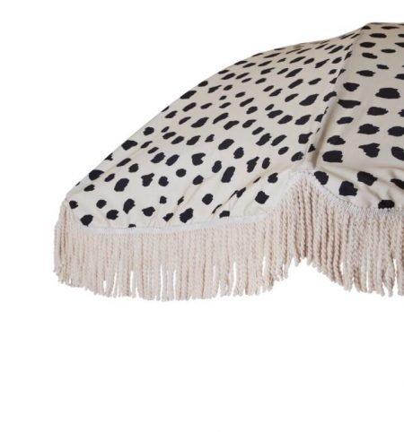 wood pole beach umbrella with fringes 4